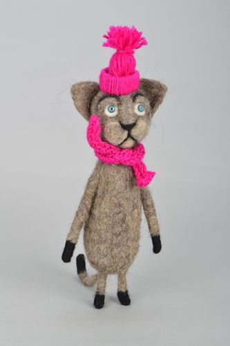 Felted natural wool toy Cat in Hat - MADEheart.com