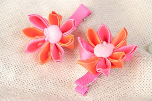 Handmade hair clips with orange and pink kanzashi flowers for kids set of 2 items - MADEheart.com