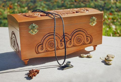 Carved wooden box  - MADEheart.com