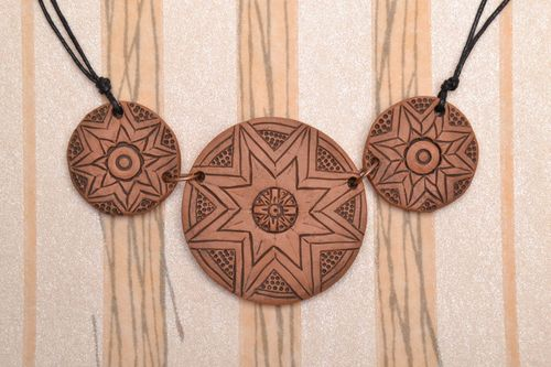Triple ceramic pendant in ethnic style - MADEheart.com