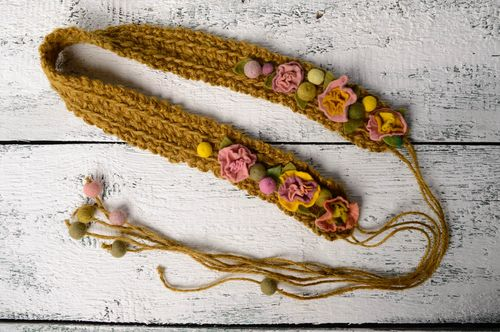 Crochet belt with flowers - MADEheart.com