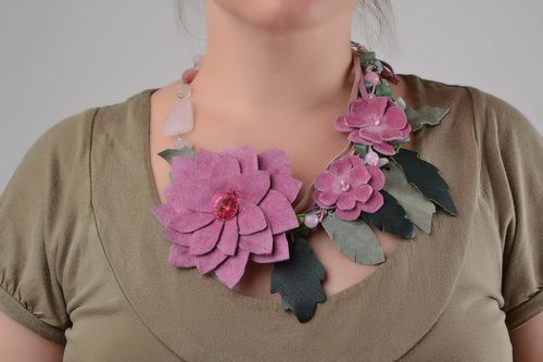 Beautiful handmade pink genuine leather flower necklace with natural stones - MADEheart.com