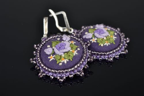 Satin stitch embroidered round earrings Roses - MADEheart.com