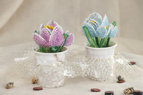 Set of handmade artificial flowers woven of Chinese beads in the shape of spring crocuses 2 items - MADEheart.com