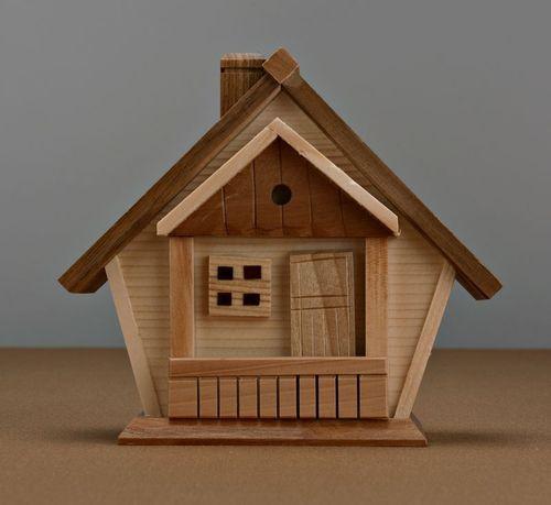 Копилка домик из дерева