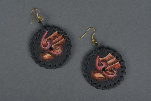 Round earrings made of leather - MADEheart.com