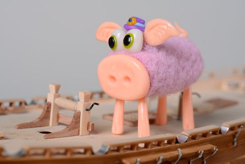 Homemade miniature felted wool toy Pig - MADEheart.com