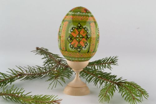 Easter egg made of wood - MADEheart.com