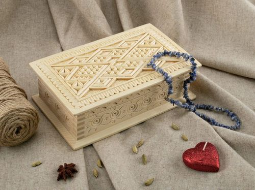 Wooden box for jewelries - MADEheart.com