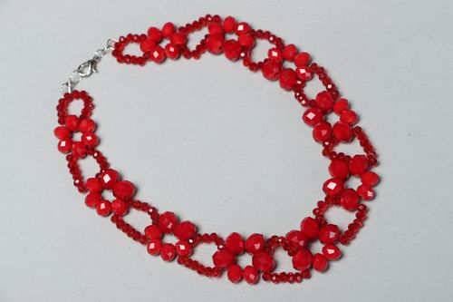Red necklace with beads and crystal - MADEheart.com