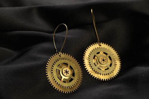 Steampunk earrings with clockworks - MADEheart.com