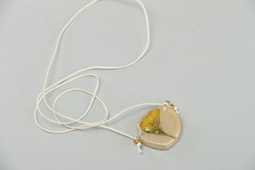 Handmade pendant with cord with dried flowers coated with epoxy - MADEheart.com