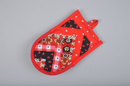 Handmade red patchwork hot pot holder sewn of fabric with eyelet for kitchen - MADEheart.com