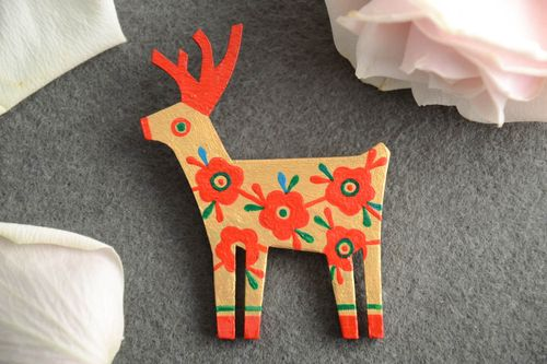 Plywood brooch in the form of a deer painted with acrylics handmade accessory - MADEheart.com