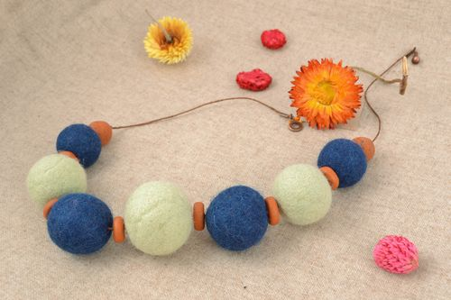 Homemade wool bead necklace - MADEheart.com