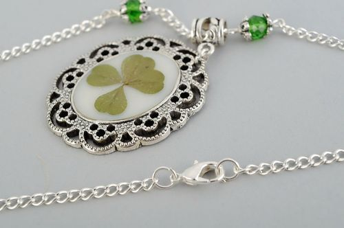 Pendant with a natural four-leaf clover - MADEheart.com