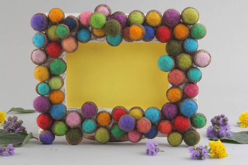 Photo frame made of wood and wool - MADEheart.com