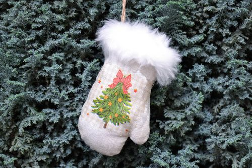 Christmas mitten decoration - MADEheart.com