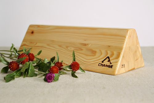 Special triangular yoga block - MADEheart.com