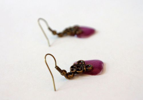Earrings with orchid petals - MADEheart.com