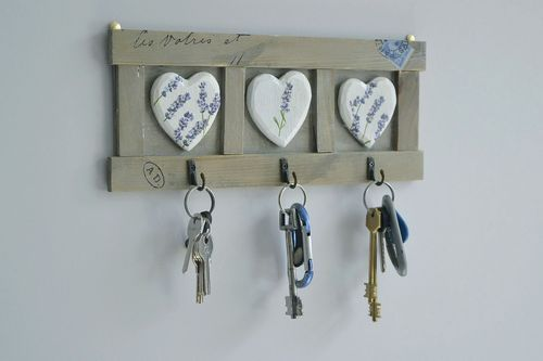 Wooden hanger for keys and kitchen towels - MADEheart.com