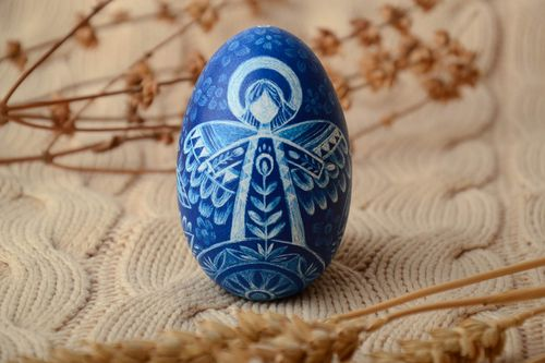 Painted goose egg for Easter decor - MADEheart.com