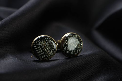 Round cufflinks with microchips for shirt - MADEheart.com