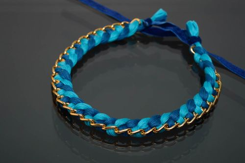 Blue textile necklace made of moulin threads and chain - MADEheart.com