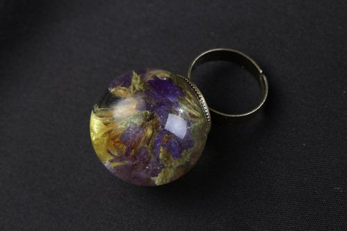 Ring with limonium flower coated with epoxy - MADEheart.com