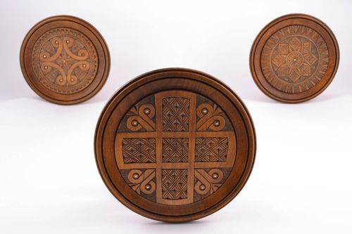 Wooden plate with inlay and carving - MADEheart.com