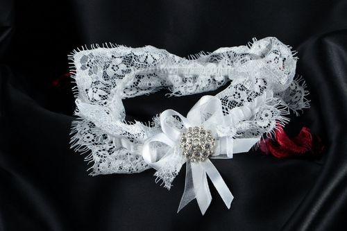 Lace garter for bride - MADEheart.com