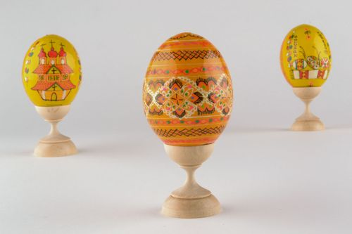 Painted wooden egg - MADEheart.com