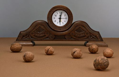 Wooden desk clock - MADEheart.com