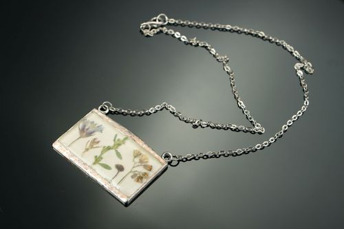 Necklace made of flowers, coated with epoxy resin - MADEheart.com