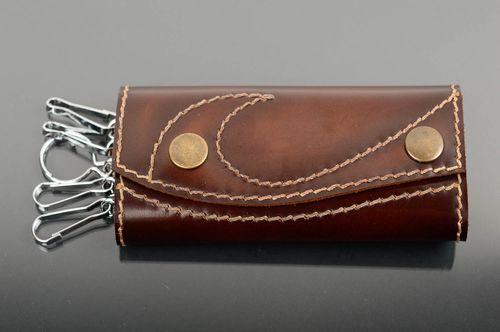Beautiful handmade leather key case designs handcrafted accessory gift ideas - MADEheart.com