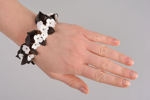 Black-and-white plastic bracelet - MADEheart.com
