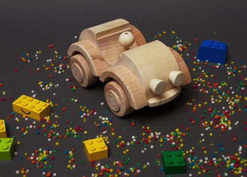 Toy car made of wood - MADEheart.com