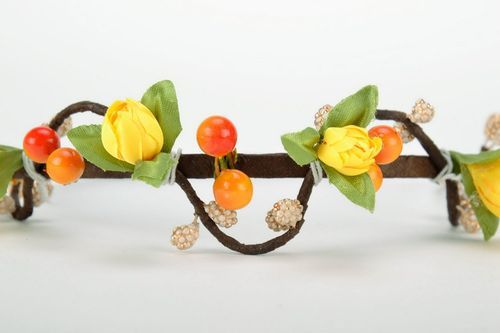 Headband made from flowers and berries - MADEheart.com