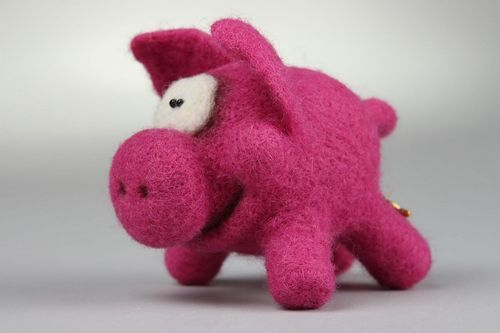 Felted soft toy Pig - MADEheart.com