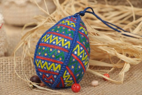 Handmade interior wall hanging Easter egg sewn of blue felt with ornaments - MADEheart.com