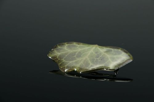 Brooch made of ivy leaf, coated with epoxy resin - MADEheart.com