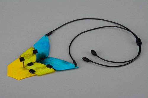 Necklace made of cow horn and leather - MADEheart.com