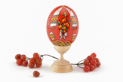 Red Easter egg made of wood - MADEheart.com