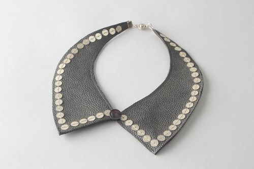 Collar with sequins - MADEheart.com