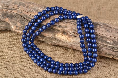 Blue wooden bead necklace - MADEheart.com