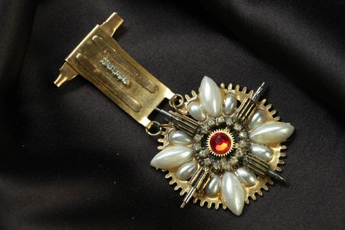 Metal brooch in steampunk style with clock details - MADEheart.com
