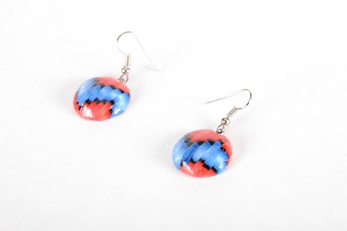 Earrings made using bargello technique - MADEheart.com