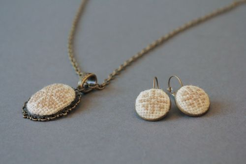 Vintage set of pendant and earrings with embroidery - MADEheart.com