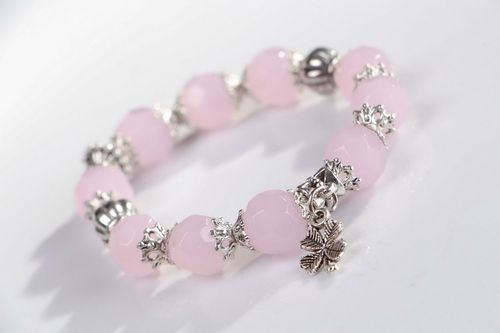 Bracelet with pink quartz and pendants on elastic band - MADEheart.com