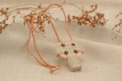 Inlaid cross necklace - MADEheart.com